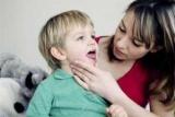 Чому часто болить горло у дитини: причини і лікування