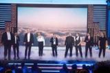 Владимир Зеленский и Елена Кравец играют Ромео и Джульетта в новом году выпуск шоу «вечерний квартал»