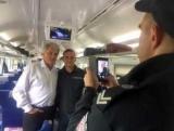 С Ющенко курьез произошел в пригородном поезде (фото)